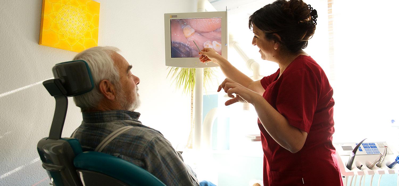 Ausführliche Beratung in der Zahnarztpraxis Helmers